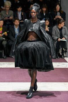 Comme des Garçons Fall 2019 Ready-to-Wear Collection - Vogue Fashion Week Paris, Vogue Fashion, Runway Fashion, Timeless Fashion, High Fashion, Ladies Fashion, Conceptual Fashion, Girl Outfits, Fashion Outfits
