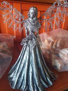 Engelen Paper Mache Clay, Paper Mache Sculpture, Sculpture Art, Handmade Angels, Angel Images, Angel Crafts, Stone Crafts, Sacred Art, Fairy Dolls