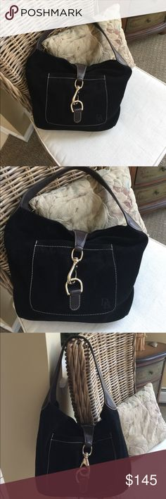 🎉HOST PICK🎉 👜DOONEY & BOURKE👜Black Suede Bag 🌺🦋 DOONEY & BOURKE 🦋🌺Beautiful Black Suede Bag has a pocket on the outside and two pockets on the inside one has a zipper.  There as  a lash for your keys.  Preloved in great condition. Dooney & Bourke Bags Shoulder Bags