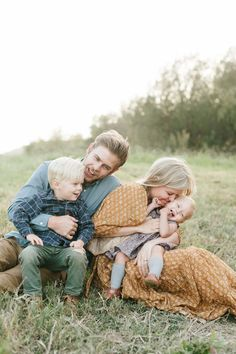 filled to the brim — Jessica Haderlie Photography Family Photography Outfits, Family Portrait Outfits, Family Portrait Poses, Family Picture Poses, Family Picture Outfits, Family Posing, Children Photography, Portrait Ideas, Portrait Art