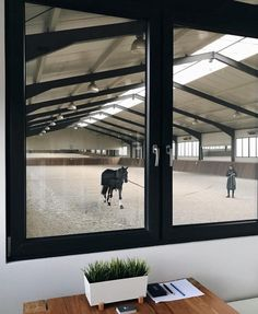 8 Indoor Riding Arenas to Drool Over Dream Stables, Dream Barn, Monte Horebe, Luxury Horse Barns, Equestrian Stables, Horse Barn Designs, Horse Arena, Horse Barn Plans, Indoor Arena