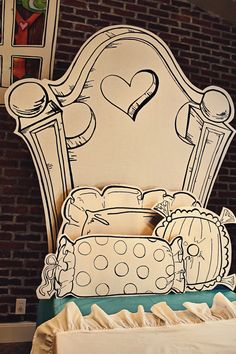 Might have to make this out of foam core for Sophie's bed when we move... hmmm