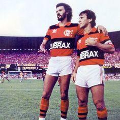 Sócrates e Zico com o manto. Flamengo. #CRF #Futebol