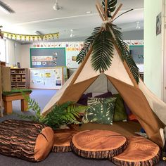 Free preschool classroom cubbies Tips Will you be a brand new teacher who will be wondering how to build the toddler class? Classroom Cubbies, Reading Corner Classroom, Space Classroom, Reggio Classroom, Classroom Layout, Toddler Classroom, Classroom Environment, Classroom Setting, Classroom Design
