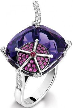 Blueberry Daiquiri Inspiration, 18-carat white gold ring set with 121 brilliant-cut diamonds, 1 cushion-cut amethyst, 30 brilliant-cut pink sapphires, 1 cabochon-cut ruby.