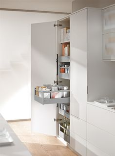 Have unobstructed view with gallery rails for the TANDEMBOX drawers within SPACE TOWER!