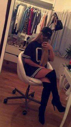 wer kennt sie nicht?? Shirin David Shirin David Style, Fresh Outfits, Cute Outfits, Youtube Stars, Tumblr Girls, Fashion Outfits, Womens Fashion, Girl Pictures, Ootd