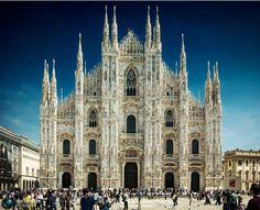La Caterdal de Milan, es un ejemplo, del Gothico Flamigero. Impensable su construcción sin Acero y concreto. Pero sus realizadores fueron, maestros en el arte de el uso de la piedra en su tiempo. increíblemente da la sensación de ser de azúcar. Podrán creerlo?