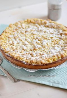 Crumble pie with pastry cream - Dutch Recipes, Sweet Recipes, Baking Recipes, Dessert Recipes, Sweet Desserts, Delicious Desserts, Yummy Food, Kahlua Cake, Pie Crumble