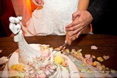 Somos referência em topos de bolo na internet! Trabalhamos com noivinhos em porcelana, resina e agora personalizados. A melhor qualidade para o seu casamento. www.noivinhostopodebolo.com