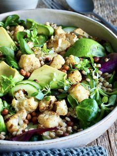Dette er bare en aldeles nydelig salat som kan serveres som tilbehør eller spises som et måltid i seg selv.   Anbefaler virkelig å prøve denne oppskriften!! Tex Mex, Sprouts, Potato Salad, Tapas, Potatoes, Snacks, Vegetables, Ethnic Recipes, Food