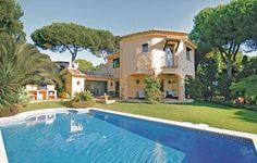 Ferienhäuser - Marbella - EAN533 Diese luxuriöse Villa kann Ihren Spanientraum in Erfüllung gehen lassen. Eine Mischung aus dunklen Holzmöbeln und cremefarben durchzieht das Haus und sorgt für das nötige Wohlfühlambiente. Genießen Sie von allen Aufenthaltsräumen zusätzlich den Blick zum Meer hin.