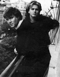 Great casual snap of Simon & John