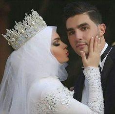 Hijab Wedding: Gorgeous Hijab wedding dress combined with a crown – Hijab Fashion 2020 Bridal Hijab, Hijab Wedding Dresses, Wedding Dressses, Modest Wedding, Bridal Lehenga, Headpiece Wedding, Wedding Veils, Bridal Headpieces, Muslim Wedding Ceremony