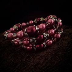 B08-15 Memory Wire Beaded Bracelet Love Of Pink