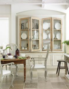 5 Alive Cool Tips: Dining Furniture Makeover Annie Sloan dining furniture chairs.Dining Furniture Tutorials contemporary dining furniture home. Classic Kitchen, Rustic Kitchen, Country Kitchen, New Kitchen, Kitchen Decor, Kitchen Ideas, Design Kitchen, Kitchen Inspiration, Kitchen Layouts