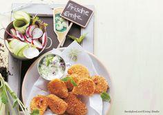 Die vegetarischen Kohlrabi-Nuggets sind ideal für den schnellen Hunger nach der Kita oder Schule. Rezept Knusprige Kohlrabi-Nuggets Für 4 Portionen Zutaten 1 großer Kohlrabi (ca. 700 g) Salz 100 g Polenta-Grieß (Maisgrieß) 100 g gemahlene Haselnüsse 100 g Semmelbrösel 3 Eier Pfeffer Mehl zum Wenden 6 EL Öl 1 Bund …