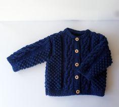 Gilet bébé 6 mois tricoté main en acrylique bleu marine Cardigan Bebe, Old Hands, 6 Month Olds, Acrylic Wool, Handmade Baby, Bleu Marine, Baby Knitting, 6 Months, Navy Blue