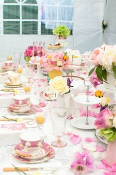 Floral Tea Party with GORGEOUS IDEAS via Kara's Party Ideas! full of decorating ideas, dessert, cakes, cupcakes, favors, games, and more! KarasPartyIdeas.com #floralparty #teaparty #floralparty #mothersday #partyideas #partystyling #eventplannign #partydesign (13)