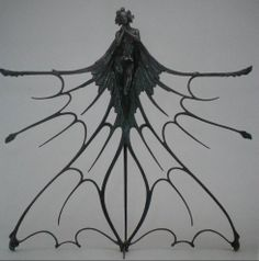 René Lalique, élément de la vitrine du stand Lalique à l'Exposition universelle de 1900, vers 1899-1900, bronze ciselé et patiné, 99 x 101 x 35 cm, Berlin, Kunstgewerbemuseum.