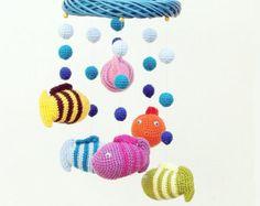 Bienen und Blumen / häkeln Baby Mobile / mobile Krippe von EvaSinai