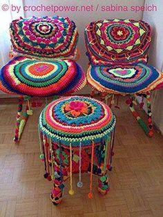 Brighten your day! Crochet Furniture, Stool Covers, Survival Blanket, Crochet Home Decor, Yarn Bombing, Love Crochet, Handicraft, Fun Crafts, Crochet Patterns