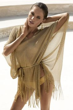 Rochia de plaja Lux Gold face parte din colectia de lux a binecunoscutului brand italian David-Vacanze.  Are o croiala lejera tip pareo, foarte potrivita pentru a marca micile imperfectiuni. Este confectionata dintr-un material crosetat, cu franjuri la partea inferioara. Rochia este prevazuta cu un cordon ingust in talie.   Materialul din care este confectionata este rezistent, extrem de confortabil si se usuca rapid.   Culoare si materialul deosebit fac ca aceasta rochie de plaja sa fie o… Cover Up, Swimsuits, Swimming, Lingerie, Beach, Summer, Dresses, Fashion, Swim