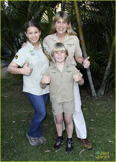 bindi irwin zoo hospital fundraiser 04.  Sure do miss seeing Steve on T.V.