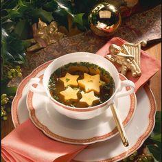 Klare Suppe mit Eierstich-Sternen Rezept | LECKER