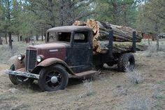 Old Logging truck, International. Old Pickup Trucks, New Trucks, Trucks For Sale, Cool Trucks, Antique Trucks, Vintage Trucks, Antique Cars, Classic Trucks, Classic Cars