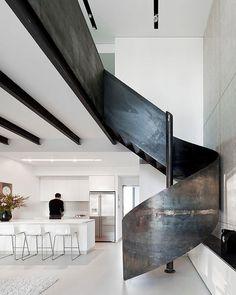 "14.8 ezer kedvelés, 137 hozzászólás – Interior Design Magazine (@interiordesignmag) Instagram-hozzászólása: ""Gerstner Architects created a spiraling metal staircase that adds an industrial touch—and a bold…"""