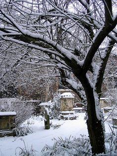 St. Botolph's Church Graveyard.  Newnham, Cambridge, England by PseudoRandom on flickr