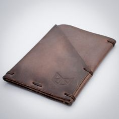 Weekend Wallet | Mens Dark Brown Leather Hand Stitched Minimal Slim   -Perfect for a gift -Perfect for a accessories leather Lover - Men's gifts  This store also have leather wallets,  Leather MacBook sleeve or cases, earbud holders and leather duffle bags  100% hand made, for a perfect men style ! Esta tienda también tiene forros para computador en cuero MacBook y Maletas en cuero 100% hechos a mano. Housses / Pochette en cuir pour MacBook , portefeuille en cuir et sac de marin en cuir 100%…