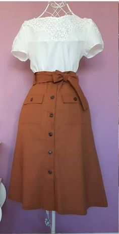 look elegante, feminino Source by elysapeth outfits skirts Mode Outfits, Skirt Outfits, Dress Skirt, Dress Up, Dress Casual, Casual Attire, Cute Dresses, Vintage Dresses, Vintage Outfits