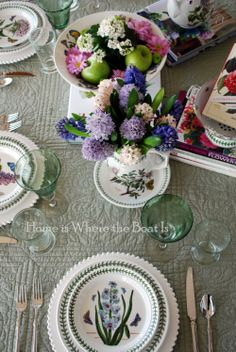We love this floral tablescape with Portmeirion Botanic Garden from @HiwtbiMary #tablescapethursday
