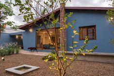 Casa Azul   Galeria da Arquitetura Cottage Exterior, House Paint Exterior, Mexican Home Decor, Blue Life, House Painting, Decoration, Bungalow, Tiny House, Beach House