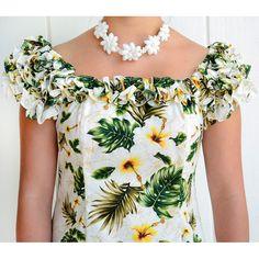 ハレハワイアン / ハワイムームー 19Dラッフルムームーロングドレス 【 ツインハイビスカスパネル 】 ホワイト|ハワイアン生地 ファブリック ハワイアンドレス ムームー アロハシャツ フラダンス 衣装 楽器 イプ ウリウリ パレオなどを取り扱っています Abaya Fashion, Fashion Dresses, Samoan Dress, Island Style Clothing, Shirt Transformation, African Wear Dresses, Sleeves Designs For Dresses, Yellow Floral Dress, Muumuu