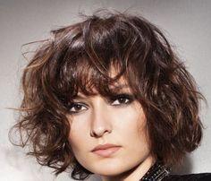 krotkie-fryzury-krecone-wlosy-loki-galeria-dla-kobiet