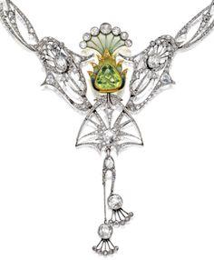 Art Nouveau plique-à-jour enamel, peridot and diamond necklace, circa 1900 Art Nouveau Jewelry, Jewelry Art, Fine Jewelry, Jewelry Design, Victorian Jewelry, Antique Jewelry, Vintage Jewelry, Peridot Necklace, Diamond Pendant Necklace