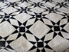 Green Fairy Quilts: Quilting - two color quilt... Not sure if I could handle any more of those triangles...