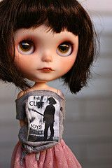 Blythe in a Cure T-shirt - should've known! She seems to have excellent taste in most things!