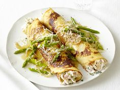 Chicken & Asparagus Crepes from Food Network. Side note - I'm going to make my own crepes none of this store bought stuff! Chicken Crepes, Chicken Asparagus, Fresh Asparagus, Chicken Salad, Rosemary Chicken, Recipe Chicken, Food Network Recipes, Cooking Recipes, Healthy Recipes