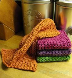 Mit pusterum: Nye strikkede karklude......!! Dem kunne jeg godt strikke i rest og striber, tror jeg.