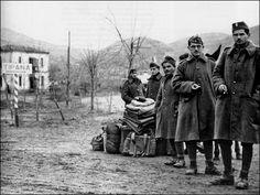 Greek Town, Greek Warrior, War Machine, Military History, Historical Photos, Warfare, Great Artists, Old Photos, Wwii