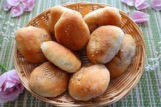 Piroschki aus dem Backofen Kefir, Hamburger, Brunch, Bread, Bread Baking, Finger Food, Cooking, Edible Arrangements, Hamburgers
