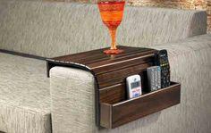 Esteira de descanso para braço de sofá retangular com porta controle! Disponível nas cores: tabaco, capuccino e pinhão. Medidas: 34 x 10/ 60 x 39 cm. http://www.moradamoveis.com/