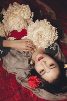 mingsonjia: 「美人一何丽,颜若芙蓉花 。」  出镜:加代    摄影:管理者