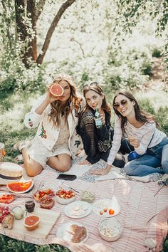 Picnic in Central Park (By Tezza) Picnic Date, Fall Picnic, Summer Picnic, Picnic Photography, Photography Poses, Landscape Photography, Central Park Picnic, Picnic Pictures, Parks
