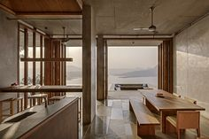 Pavilion-like house offers spectacular views of India's Western Ghats mountains Mumbai, Home Design, Design Ideas, Mountains In India, Nova Deli, Architecture Résidentielle, Estilo Tropical, Interior Desing, Indian Homes