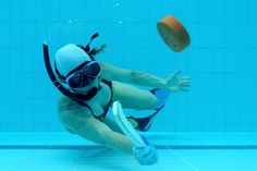 The ultimate guide to learning the ways of Underwater Hockey, the sport that is taking over the entire world! Underwater Swimming, Underwater Photos, Ipad Wallpaper Retina, Hockey Puck, Swim Caps, Extreme Sports, Water Sports, Snorkeling, Scuba Diving